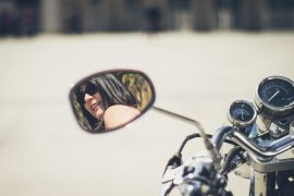 coiffure femme moto